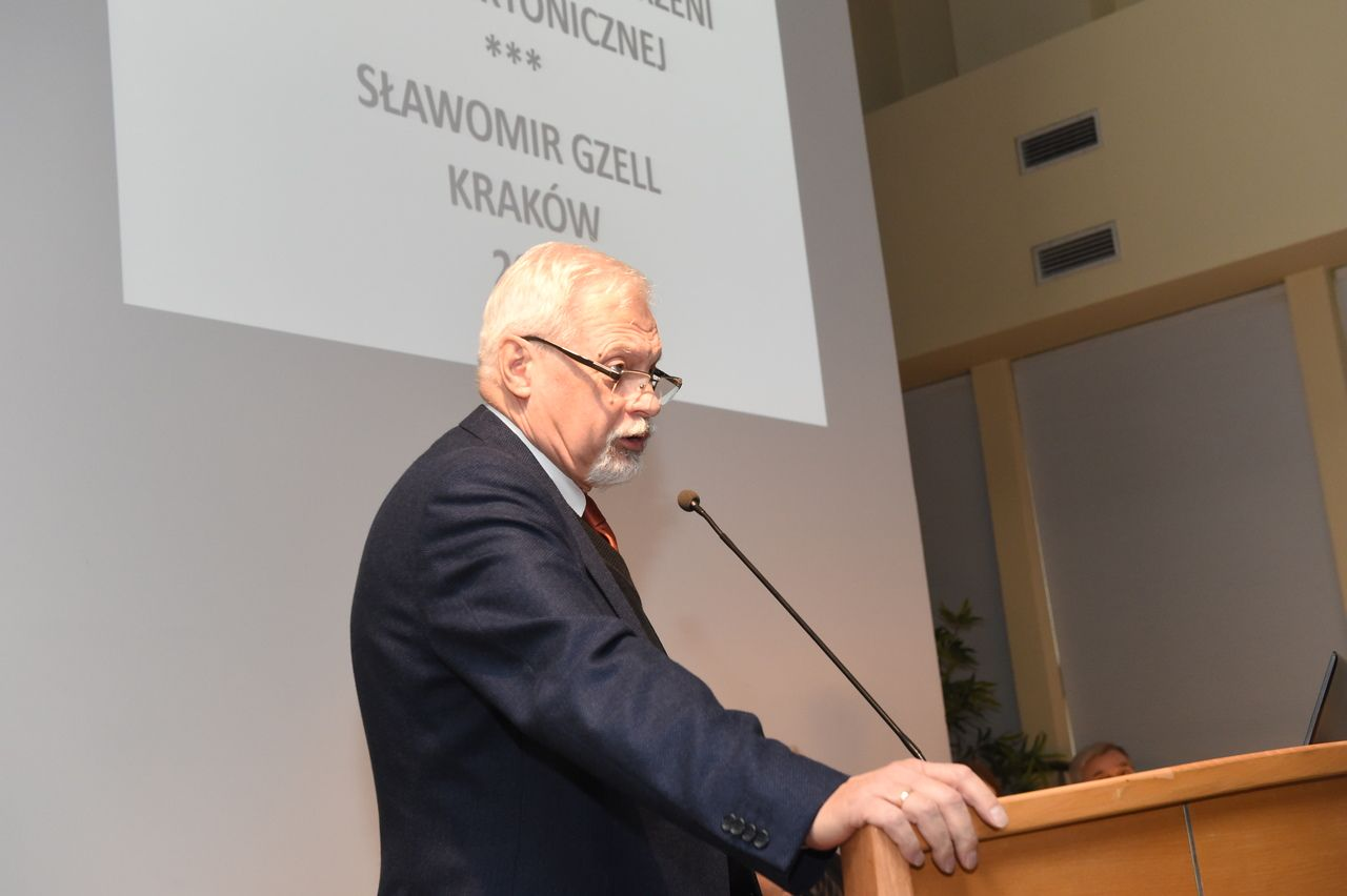 Prof. S. Gzell